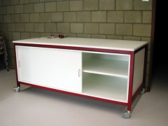 The demo table is a versatile instruction table with storage possibilties.